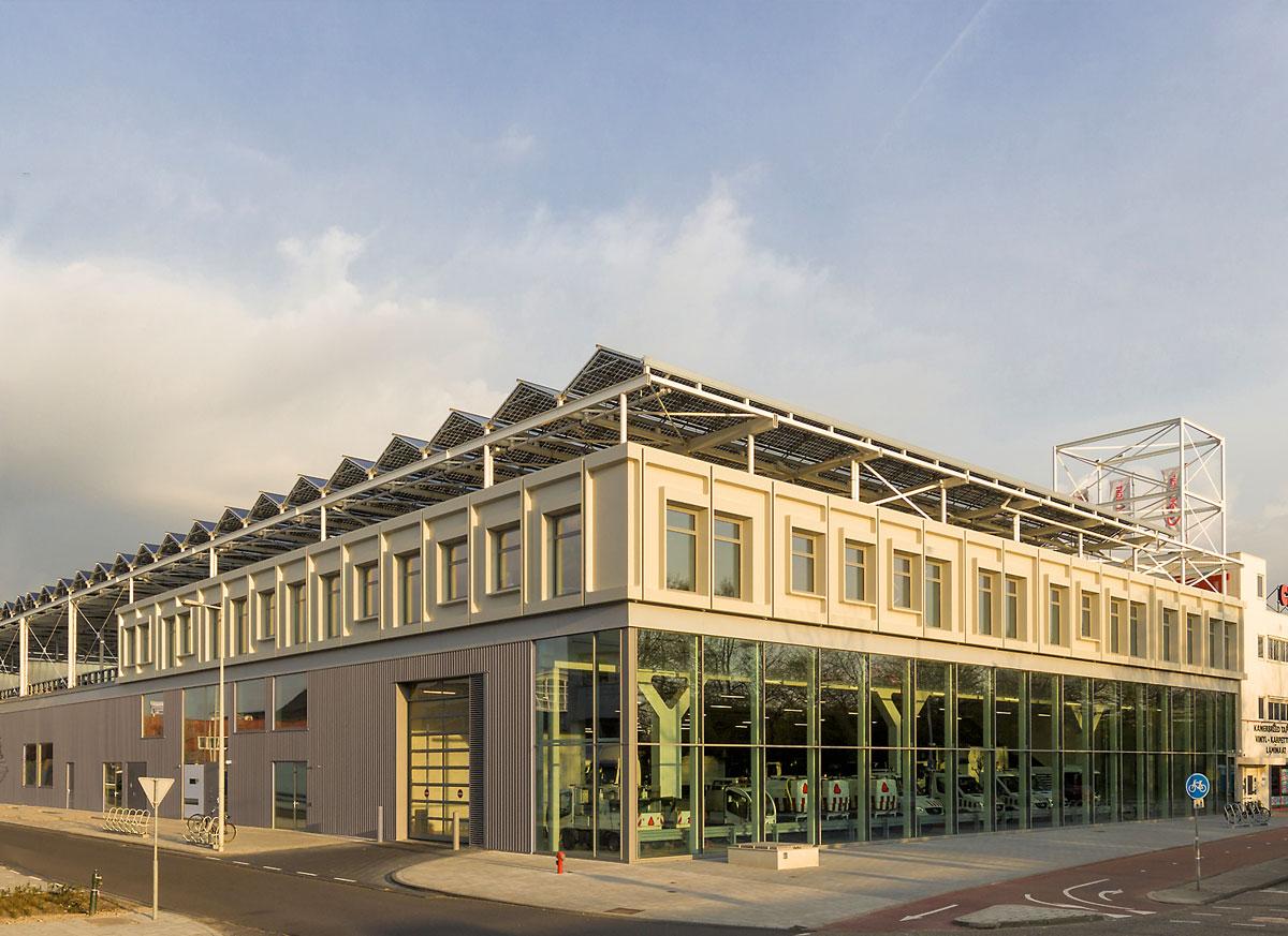 kasconstructie-op-dak-van-gebouw